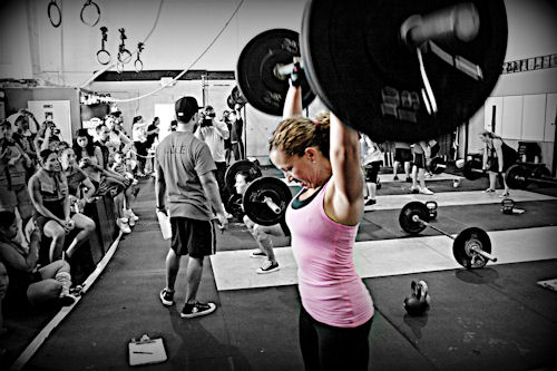 woman shoulder press